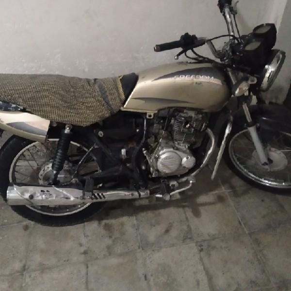 موتور سیکلت طرح پالس